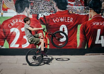 010-liverpool-legends-mural-with-lfc-fan
