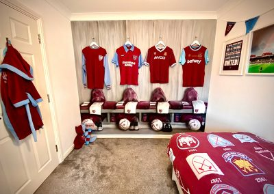 086-hammers-changing room-street art-whu-official