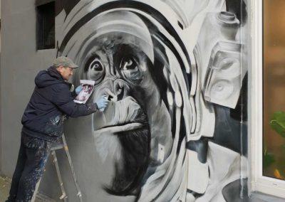 089-space-chimp-graffiti-art